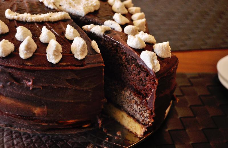 Třípatrový narozeninový dort