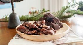 Čokoláda s ořechy, kokosem a mořskou solí