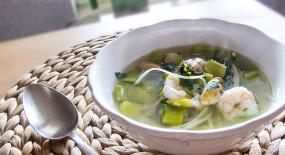 Petrželková polévka s mořskými plody